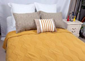 China Cotton Plain Dyed Yellow Quilted Bedspread , Embroidered Hotel Collection Coverlet on sale