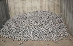 China Hardness Cr Cast Iron Balls , HRC60 Grinding Media With φ100,φ90 on sale