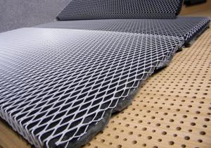 China 304 Stainless Steel Type Expanded Metal Mesh Micro Hole With 9 Gauge Thickness on sale