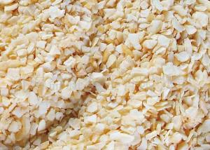 China Dehydrated Garlic Flakes , Fired Garlic Granules 24 Months Shelf Life on sale