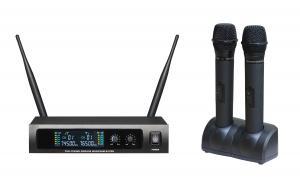 China blacklight mais lavalier do LCD dos PRO auriculares de duplo canal do sistema frequência ultraelevada do microfone de 670 rádios on sale