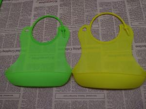 China Customized LOGO Printed Buy Silicone Baby Bibs Of Green on sale