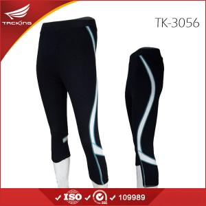 China UK market unique line design 3/4 womens running shorts on sale
