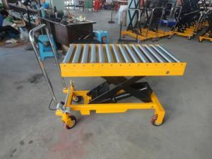 China Single Scissor Manual Hydraulic Lift Table Rollers On Platform Casters With Brake on sale