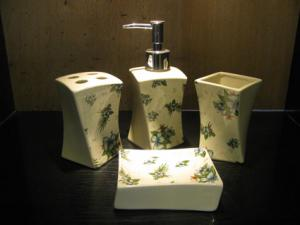 China Under glazed color Ceramic Bath Accessories bathroom sets for a beautiful bathroom on sale