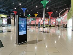 China Double Sided PC All In One Touch Screen Kiosk Monitor 55 Inch Retail Signage 450 Cd/㎡ on sale