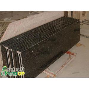 China Partie supérieure du comptoir préfabriquée de cuisine de granit de papillon de Verde on sale