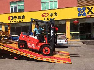 China Diesel Powered Warehouse Lift Truck XinChai Engine 20km/H Max Driving Speed on sale