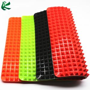 China Christmas Chicken Pyramid Silicone Baking Mat, Fodd Grade Heat Resistant Pyramid Pan Silicone BBQ Grill Baking Mat on sale