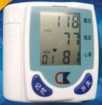 家の使用携帯用血圧は手首のモニターを監察します