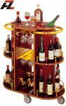 Carros lujosos de la bebida con los carros del Estante-Vino del vino