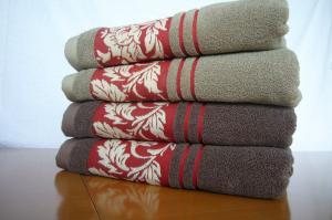 China 100% cotton jacquard bath towel , yarn dyed , towel set supplier