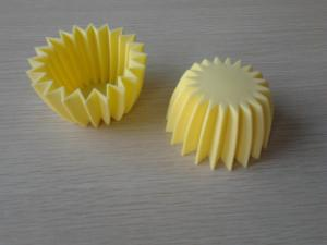 China Yellow Mini Silicone Baking Cups / Muffin Cup With 7.0 * 7.0 * 4CM For Oven on sale