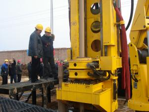 China Hydraulic Horizontal CBM Drilling Rig MD-750 With High Torque 34000N·m on sale