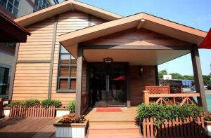 China High Stability  Waterproof WPC House for Prefabricated Green Modular Homes on sale