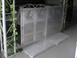 China Outdoor Folded Aluminum Alloy Metal Crowd Control Barriers With Door on sale