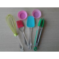 China Food Safe Non-stick Silicone Baking Set LFGB , Pink Heart Resist Cake Baking Equipment on sale