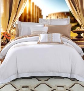 China Luxury Patchwork Hotel Collection King Size Comforter Set Easy Clean With 80S on sale