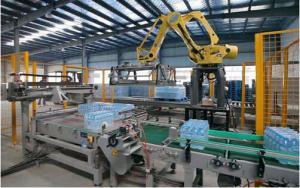 China 36000 BPH Robot Packaging Machines Beverage Line Bottle Robotic Palletiser on sale