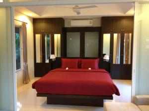 China Hotel style Apartment King size bed with in Wall wardrobe and Kitchen Cabinets on sale