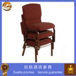 Chaise empilable capitonnée utilisée dans l'église