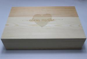 China Pine Wooden Crate Large Wedding Gift Box Natural Color With Engraved Logo on sale