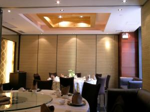 China Sliding Door Profiles Aluminium Temporary Wall Banquet Hall Removable Sound Proof Partitions on sale