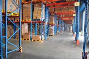 China First In Late Out Heavy Duty Pallet Racks Upright 90 X 70 X 2.5 MM For Chemicals Industrial on sale