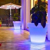 Plastic LED flower pot/lighting planter for garden decoration, color changing