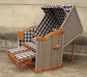 China Hand-Woven Wooden Roofed Wicker Beach Chair & Strandkorb For Outdoor Pool on sale