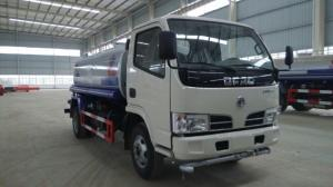 China Low Price Dongfeng 2000L mini water sprinkler truck on sale