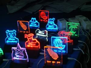 China RGB clear acrylic gift led edgelit sign board for decoration on sale