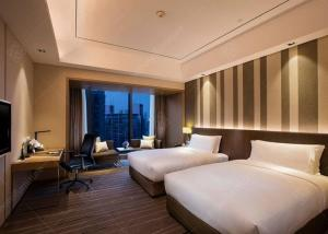 China Melamine Hotel Bedroom Furniture Sets with Solid Wood Frame on sale
