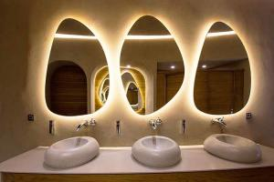 China Contemporary Wall Backlit Oval LED Illuminated Bathroom Mirror For Vanities With Sensor on sale