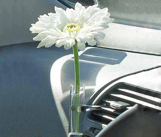New White Daisy Car Flower Vase Promotional Auto Vase With Glass