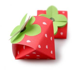 China Strawberry Shaped Paper Candy Box Packaging Custom Design Printing Logo on sale