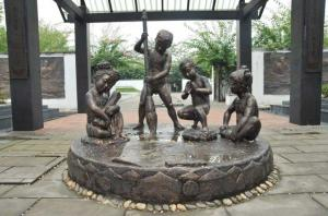 China Realistic Large Outdoor Bronze Sculptures Children Playing Shape Antique Design on sale