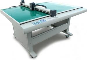 China Electronic Die Cutting Machines Sticker Cutting Plotter For Advertising Sign Making on sale