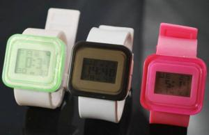 China Fashion wrist led silicone Digital Watch for swimming on sale