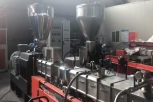 China Pp Carbon Black Plastic Pellet Making Machine Twin Screw Extruder 300 Kg / H on sale