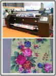 A cortina da bandeira estala acima a máquina de impressão 22 Sqm de matéria têxtil de Digitas da impressora/H na passagem 4
