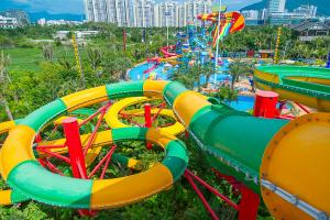 China Fiberglass Closed Spiral Black Hole Water Amusement Park Slides For Adult on sale