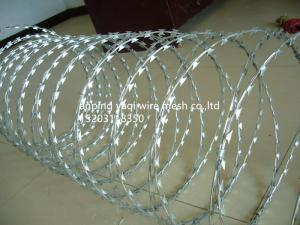 China BTO-22 Hot Dip Galvanized Razor Barbed Wire With 450mm Coil For Security Military Fence supplier
