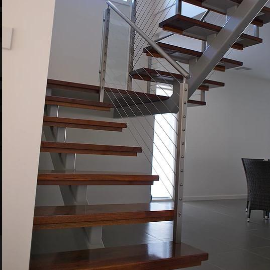 Customized single stringer wood treads floating stairs