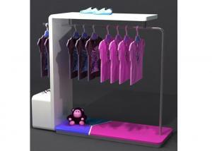 China Diseño colorido portátil de madera resistente del soporte de exhibición de la ropa para la tienda al por menor on sale