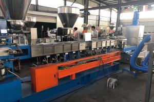 China Twin Screw Pellet Making Machine , Recycle Plastic Granules Making Machine on sale