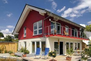 China Luxury Prefab steel structure portable villa on sale