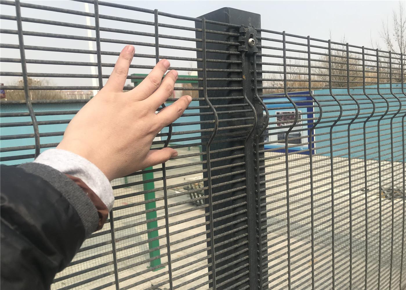 Attirant Wire Mesh Fence   EveryChina