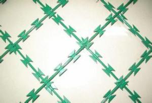 China Método galvanizado cubierto PVC de la torsión de la cerca de la malla del alambre de púas de la maquinilla de afeitar solo on sale