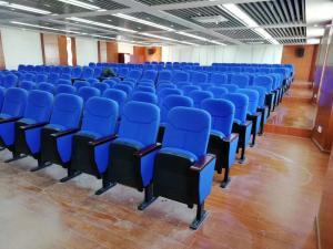 China 580*750*1000MM Auditorium Church Folding Theater Seats Rubber Wood Armrest on sale